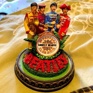 Beatles Sgt lonely hearts club band Figurine